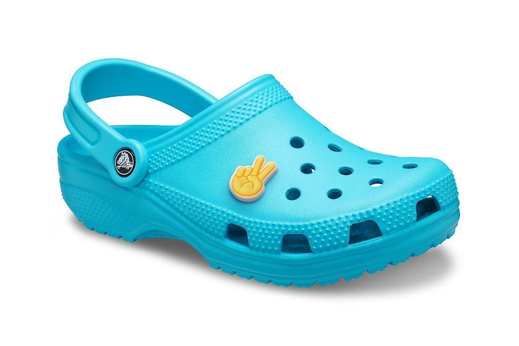 crocs, blue crocs, blue clogs, nicki minaj