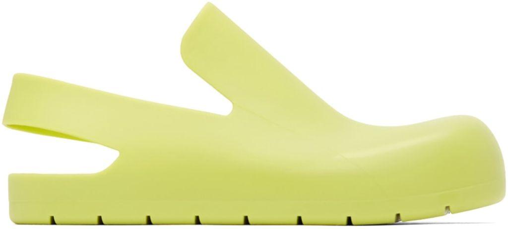 clogs, clog shoes, how to wear clogs, clog shoe trend, spring 2021 fashion trends, spring 2021 trends, trends, fashion, shoes, bottega veneta puddle sandals, bottega veneta shoes, bottega veneta clogs