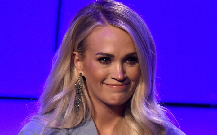 carrie-underwood-shorts-tank-top