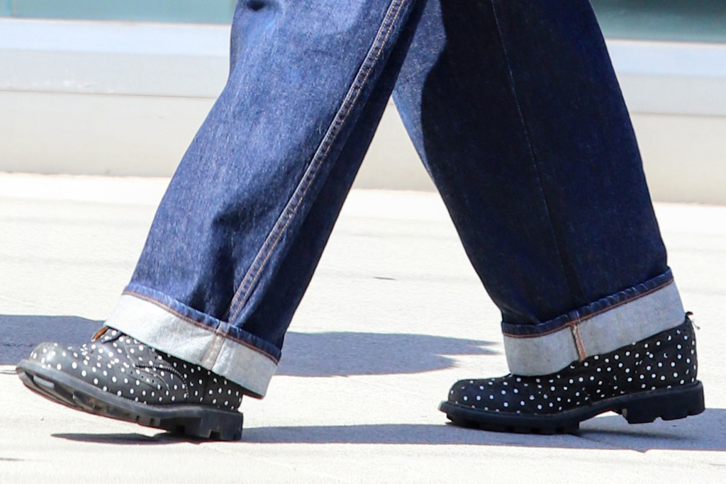 diane keaton, jeans, sweater, mom jeans, boots, loafers, polka dot, hat, mack and rita, la