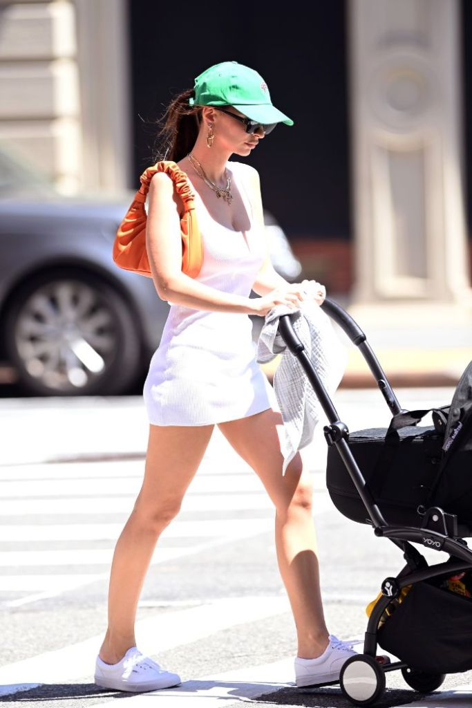 emily ratajkowski, dress, minidress, hat, sunglasses, sneakers, vans, son, baby, ny