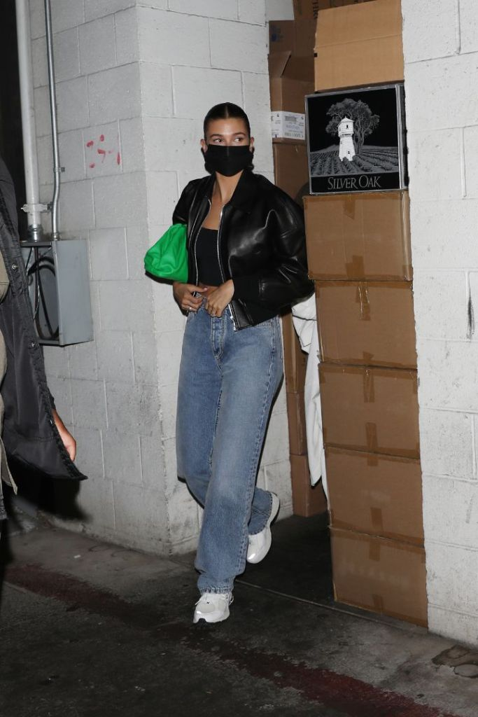 hailey baldwin, crop top, leather jacket, mom jeans, green purse, sneakers, dad, shoes, new balance, justin bieber, date, la