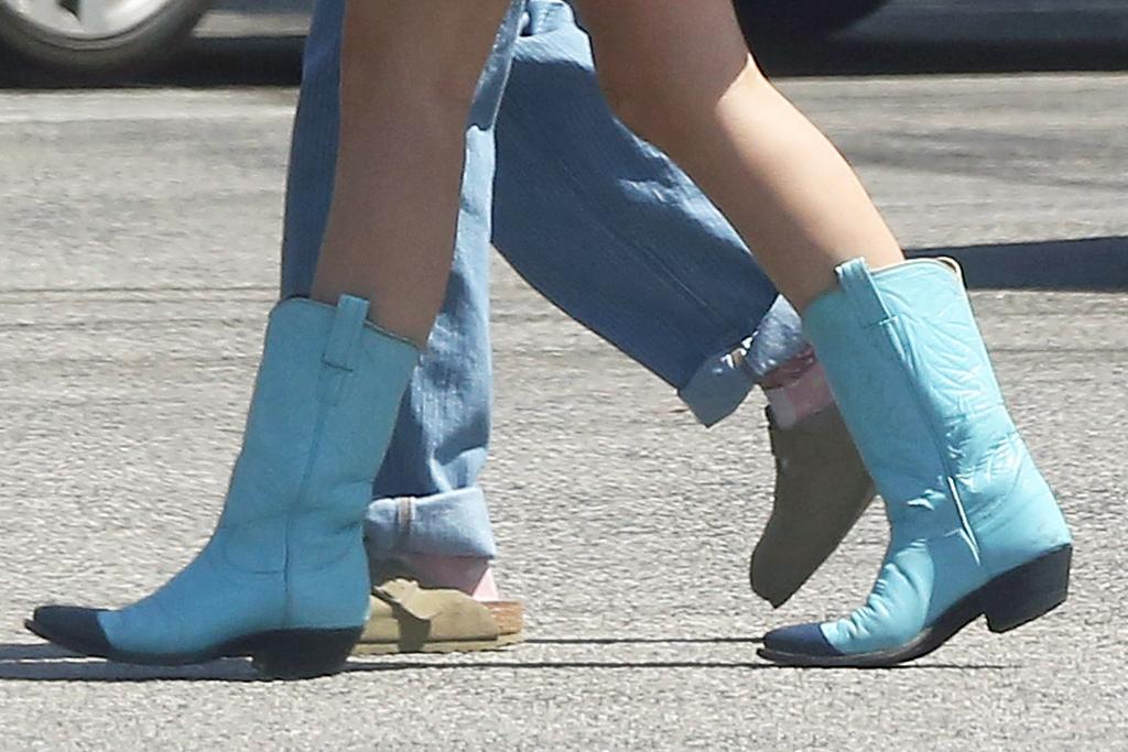 halsey, pregnant, dress, minidress, boots, cowboy boots, blue, coffee, la, malibu