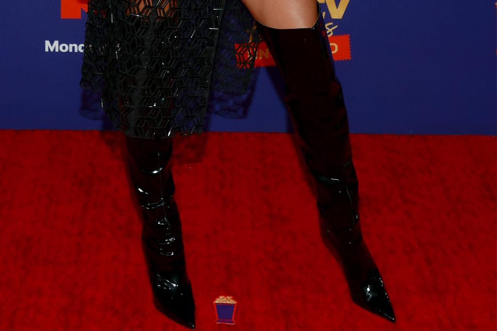 heidi klum, dress, see-through skirt, blazer, boots, thigh-high, mtv movie awards, la