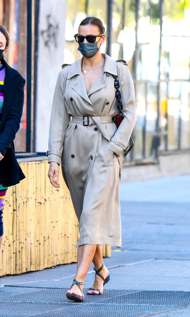 irina shayk, trench coat dress, thong sandals, nyc