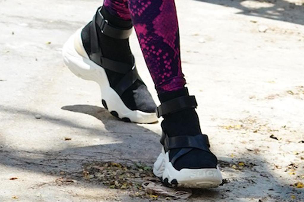 jennifer lopez, leggings, crop top, sneakers, kooples, miami, gym, ben, workout