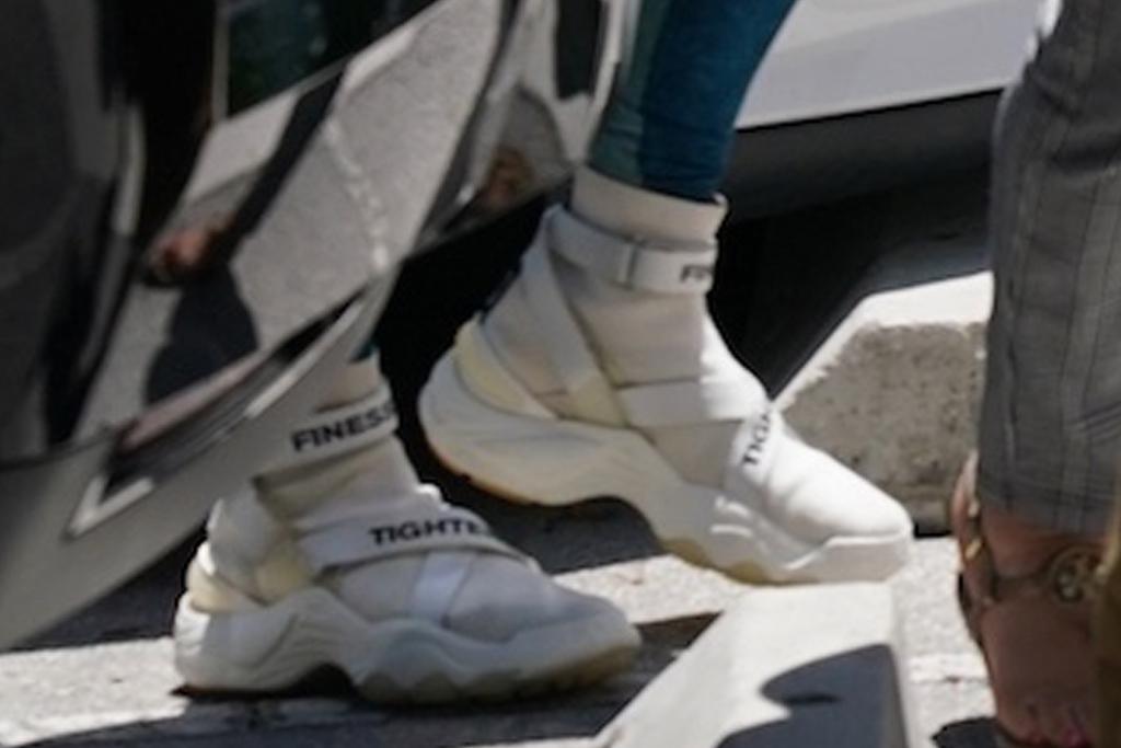 Jennifer Lopez, leggings, sports bra, tee, sneakers, gym, workout, miami
