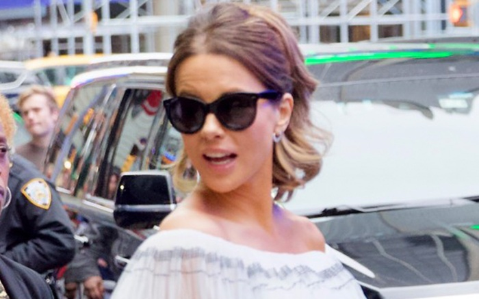 kate-beckinsale-bustier-skirt