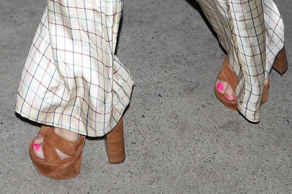 kate hudson, silk pants, shirt, pajamas, platforms, heels, hat, dinner, la