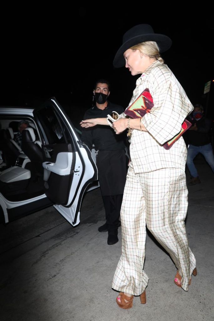 kate hudson, silk pants, shirt, pajamas, platforms, heels, hat, dinner, the