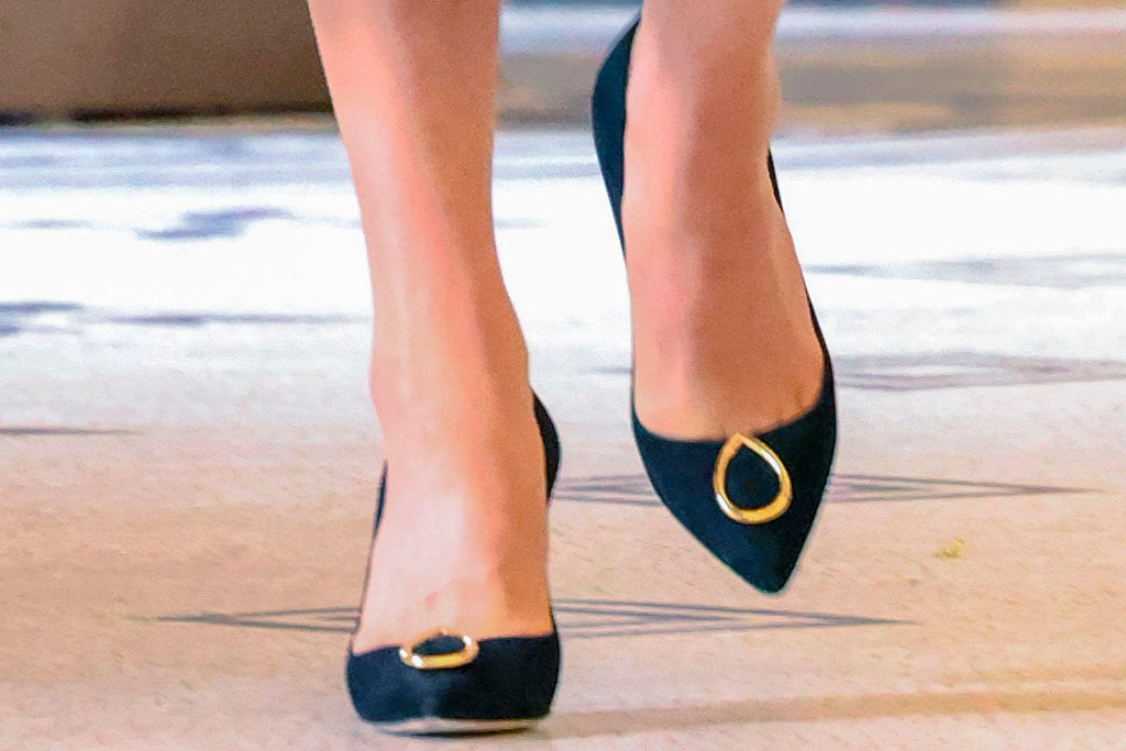 kate middleton, red dress, heels, v&a museum, museum, jennifer chamandi, black pumps, london