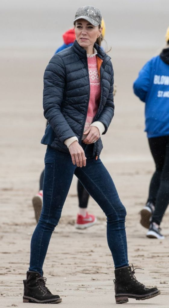 kate middleton, skinny jeans, sweater, combat boots, camo hat, beach, scotland, land sailing, yachting, prince william