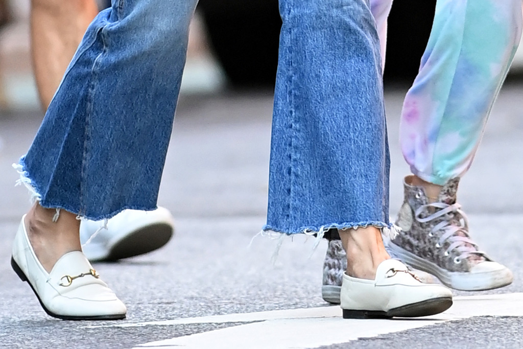 katie holmes, shirt, jeans, loafers, gucci, suri cruise, sneakers, converse, ny