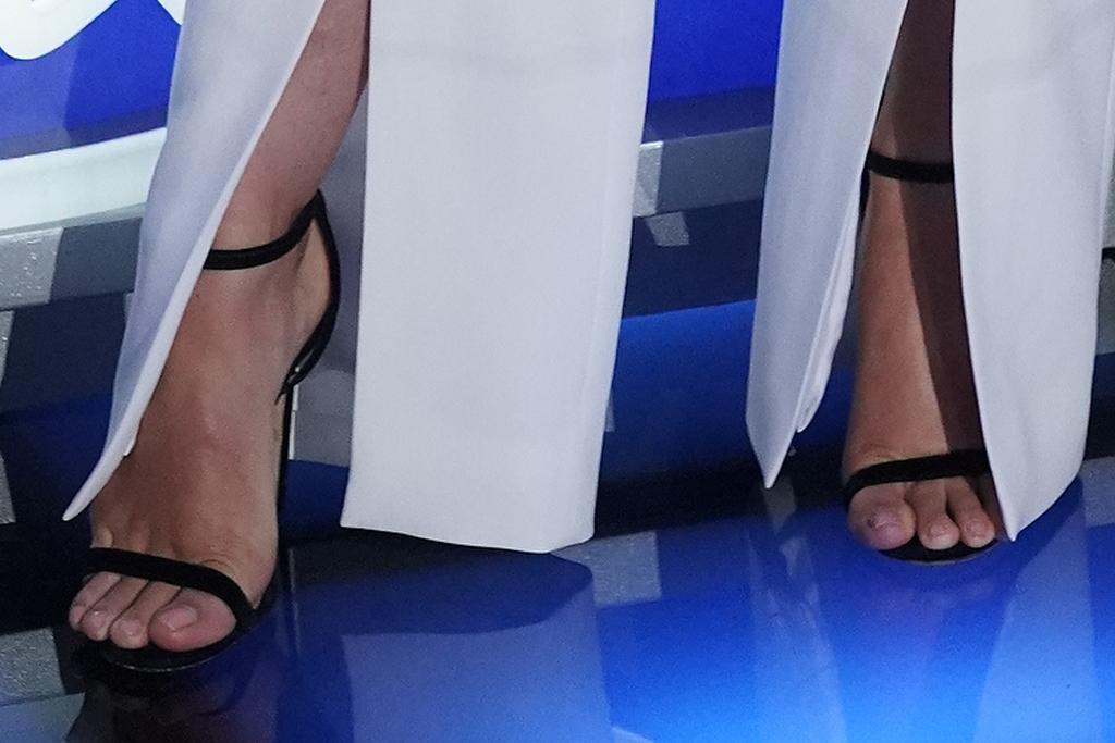 katy perry, suit, blazer, corrset, heels, sandals, earrings, american idol, set
