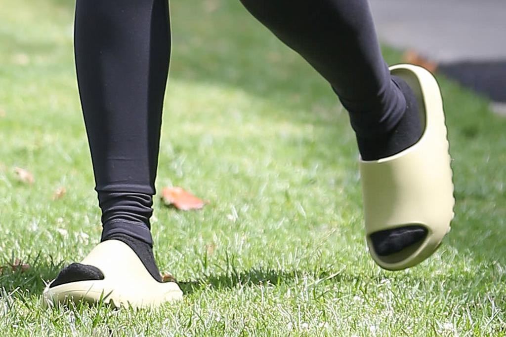 lori harvey, leggings, sports bra, slides, socks, workout, gym, la