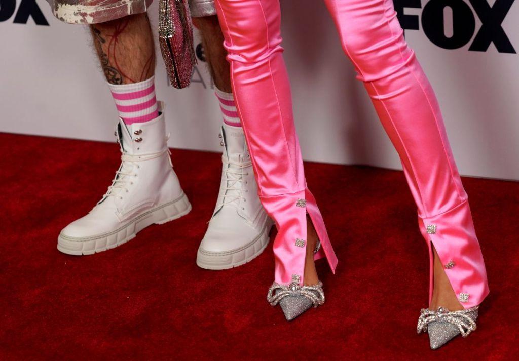 megan fox, tank top, bustier, pants, heels, pink, silver, mgk, sneakers, iheart radio awards, la