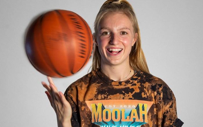 Moolah Kicks Natalie White