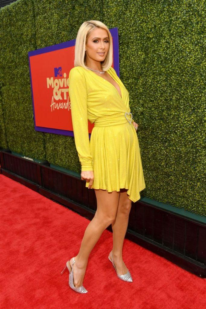 paris hilton, dress, yellow, glitter, heels, silver, mtv, movie tv awards, la, red carpet