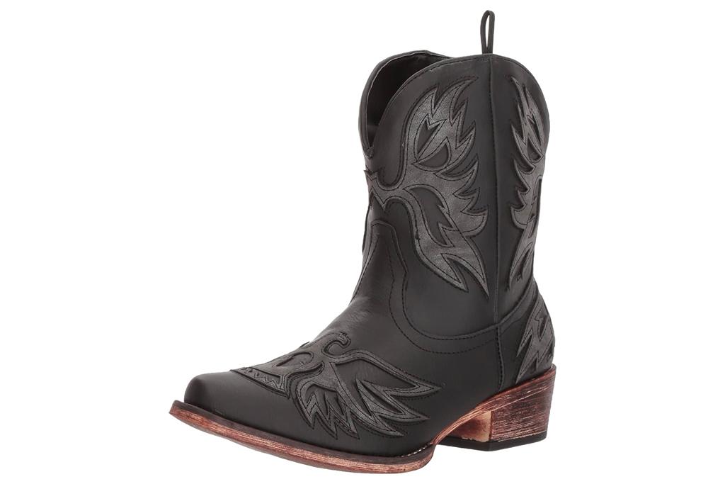 black boots, cowboy, roper