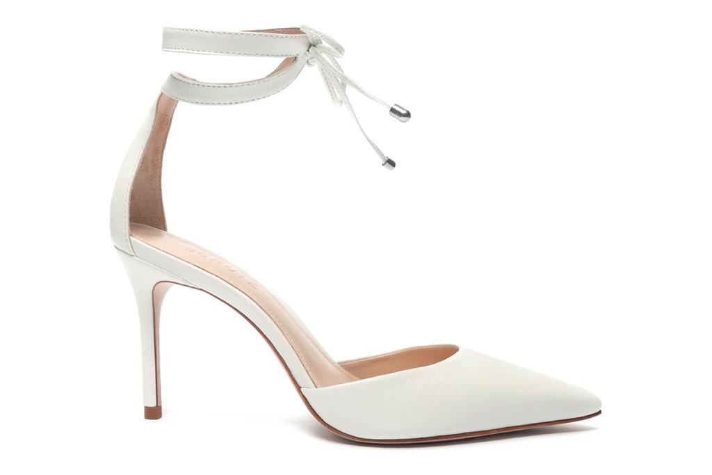 white heels, pumps, pointed toe, schutz