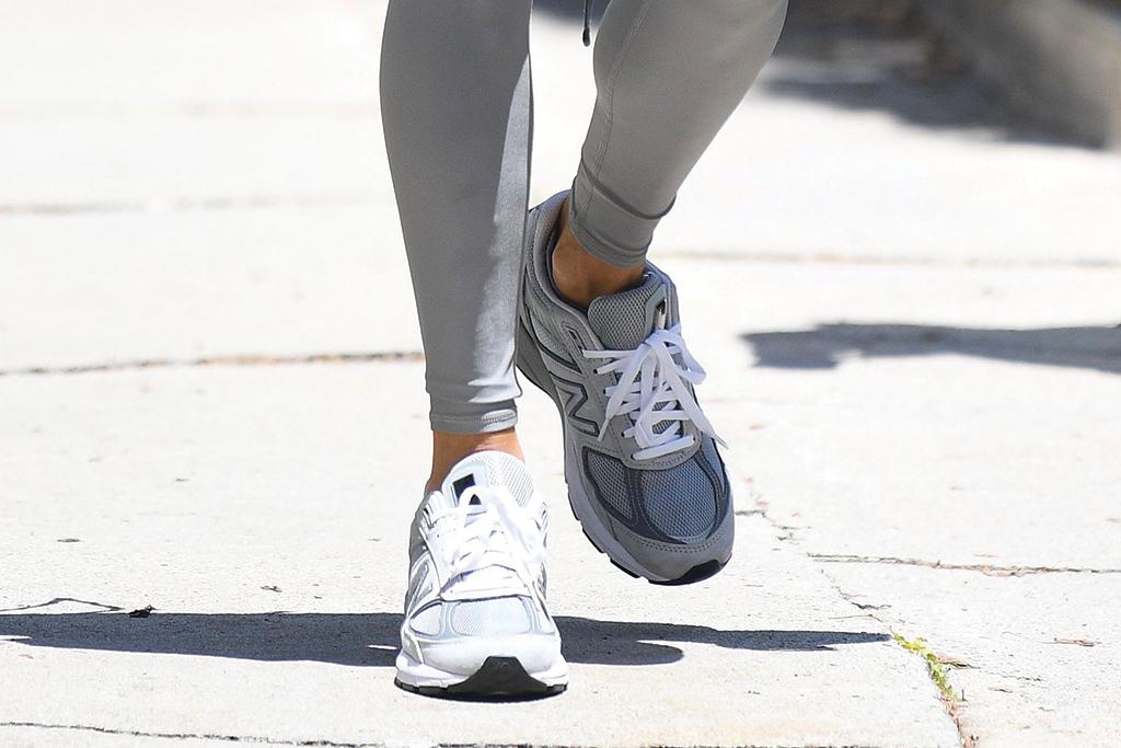 Alessandra Ambrosio, sneakers, New Balance