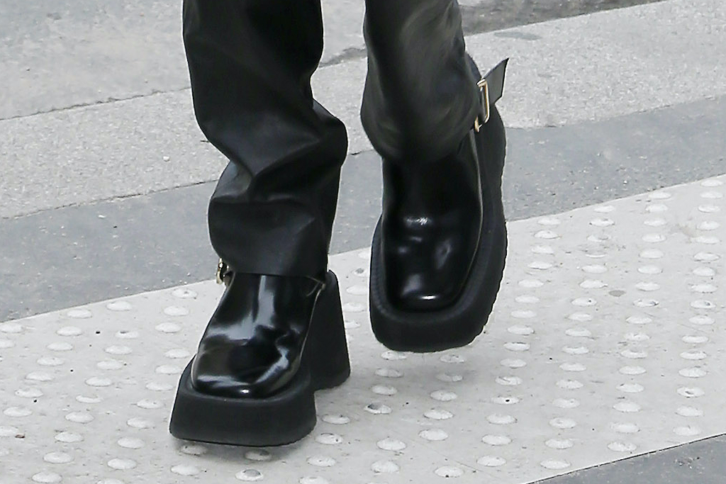 Bella Hadid, platform boots