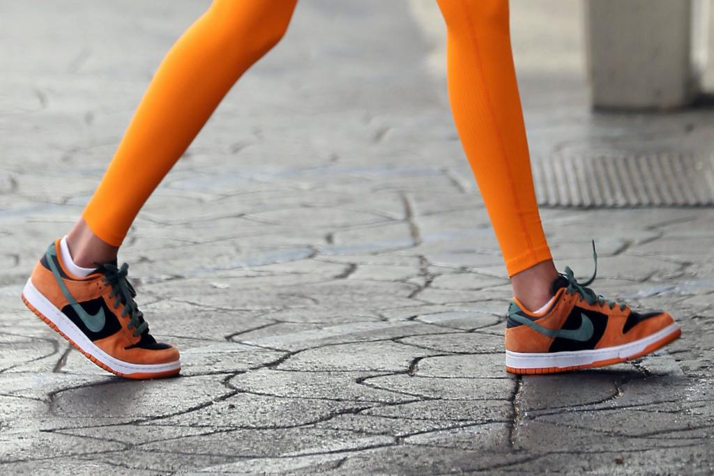 Hailey Bieber, sneakers, Nike