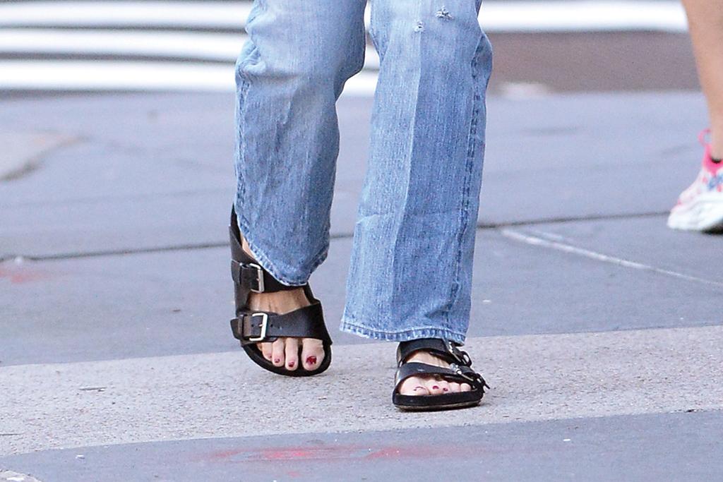 Katie Holmes, sandals