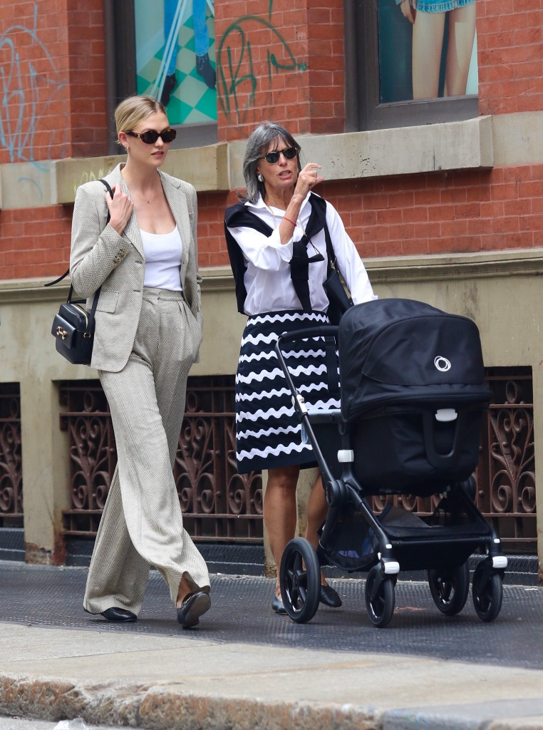 Karlie Kloss looks stylish while out shopping with her baby and mother-in-law around Manhattan's Soho area. 02 Jun 2021 Pictured: Karlie Kloss. Photo credit: LRNYC / MEGA TheMegaAgency.com +1 888 505 6342 (Mega Agency TagID: MEGA759569_006.jpg) [Photo via Mega Agency]