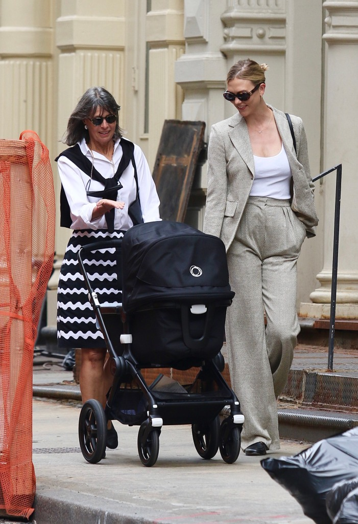 Karlie Kloss looks stylish while out shopping with her baby and mother-in-law around Manhattan's Soho area. 02 Jun 2021 Pictured: Karlie Kloss. Photo credit: LRNYC / MEGA TheMegaAgency.com +1 888 505 6342 (Mega Agency TagID: MEGA759569_008.jpg) [Photo via Mega Agency]