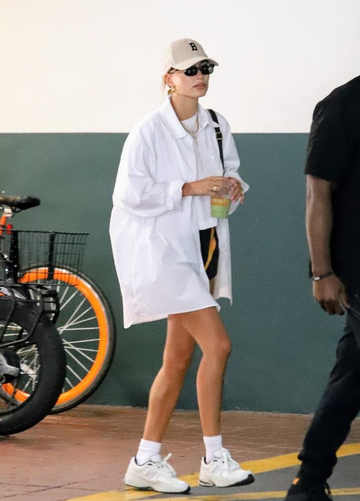 Hailey Bieber, New Balance, sneakers