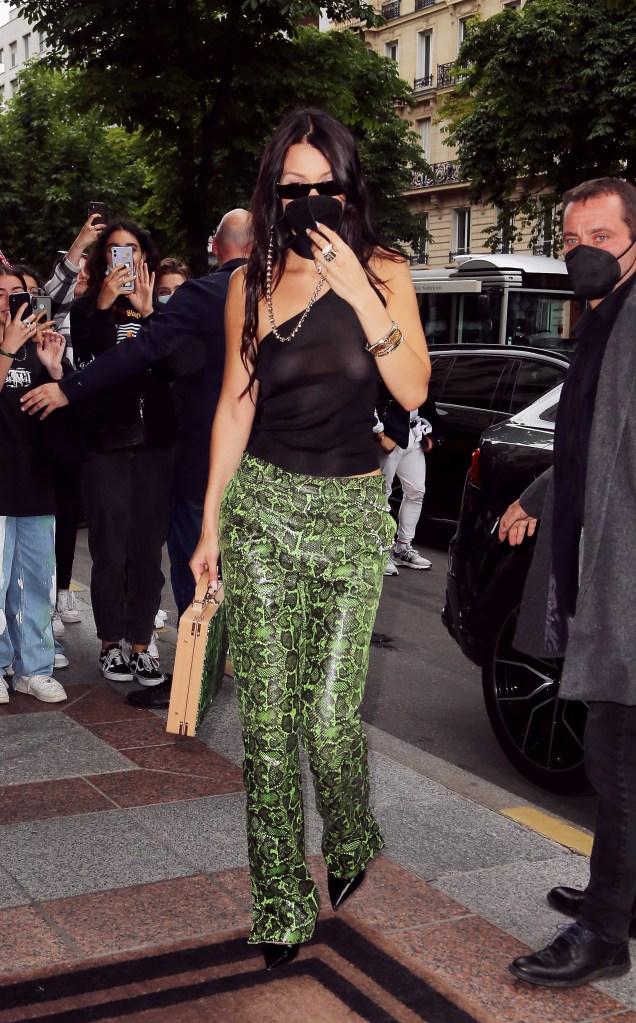 Bella Hadid, pumps, Dior