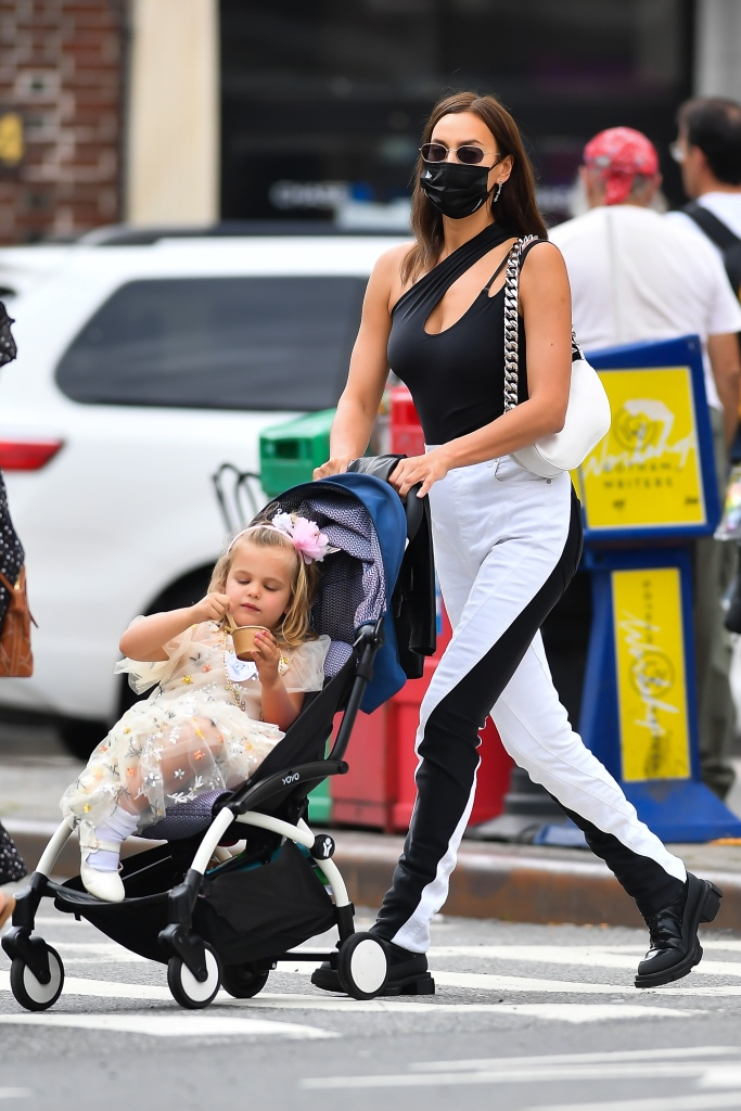 **USE CHILD PIXELATED IMAGES IF YOUR TERRITORY REQUIRES IT**Irina Shayk and daughter Lea Cooper seen in New York City.Pictured: Lea Cooper,Irina ShaykRef: SPL5230681 040621 NON-EXCLUSIVEPicture by: Robert O'Neil / SplashNews.comSplash News and PicturesUSA: +1 310-525-5808London: +44 (0)20 8126 1009Berlin: +49 175 3764 166photodesk@splashnews.comWorld Rights