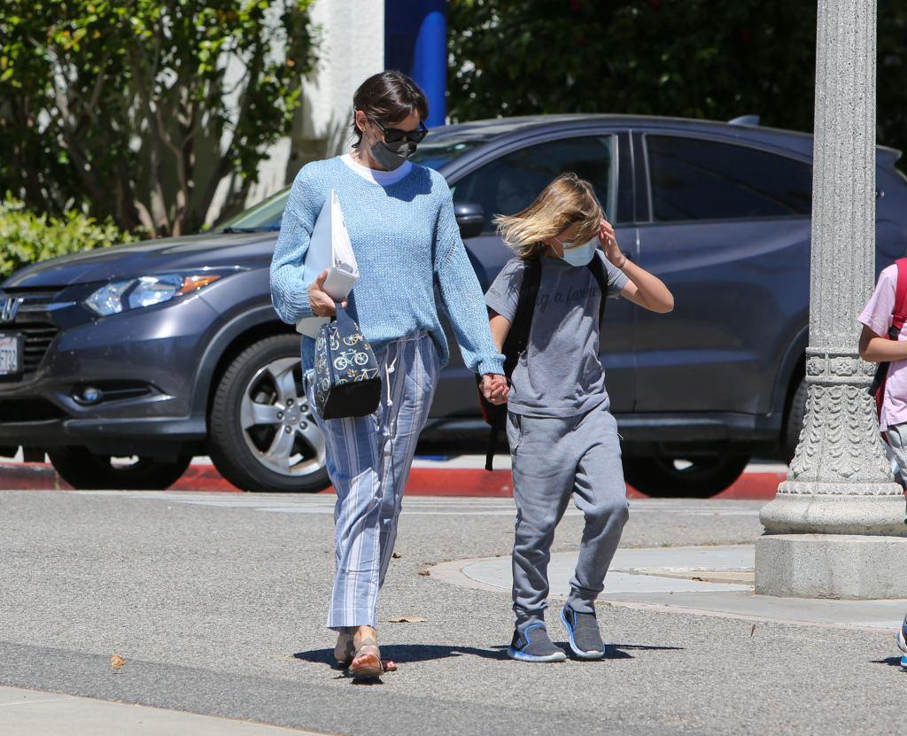 Jennifer Garner, sandals