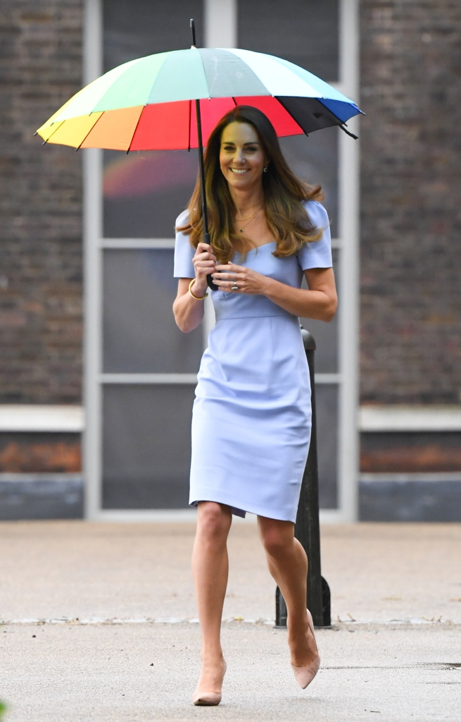 Kate Middleton, Gianvito Rossi, pumps, lavender dress, lk bennett, rainbow umbrella