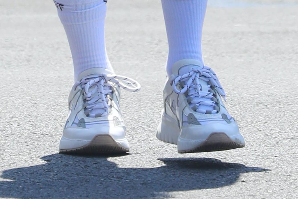 Vanessa Hudgens, sneakers
