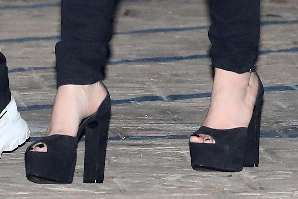 avril lavigne, crop top, sheer, jacket, see-through top, ripped jeans, heels, platfoms, boyfriend, mod sun, date, la
