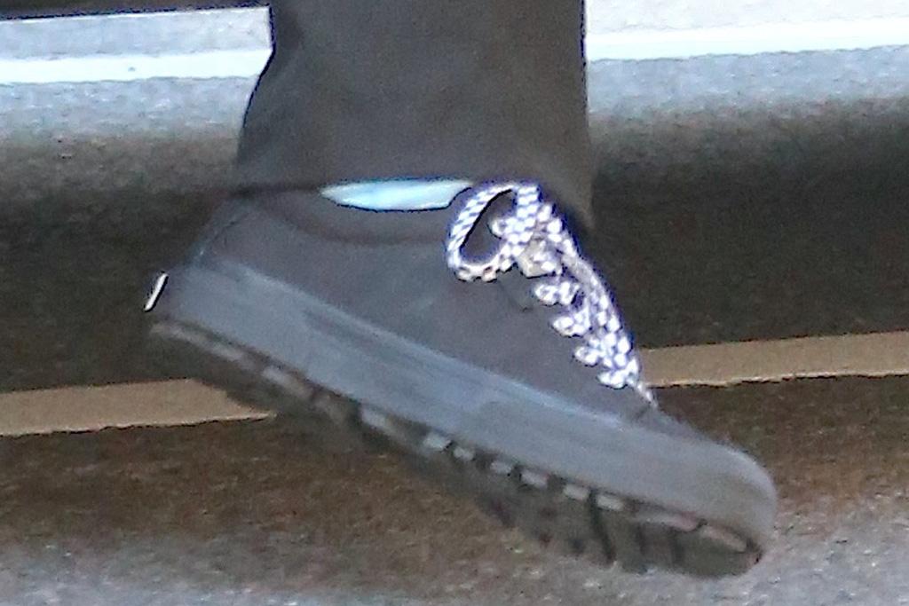 bella hadid, pants, low-rise, mesh shirt, bralette, sneakers, purse, ny