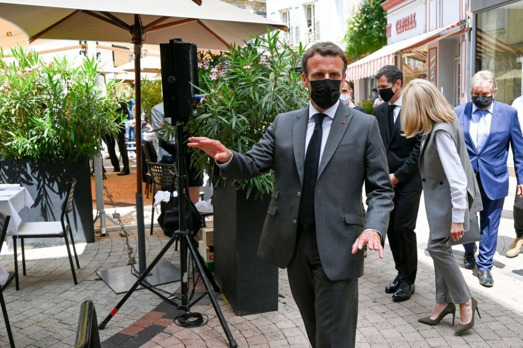 brigitte macron, suit, heels, vest, pants, heels, emmanuel macron, france, slap