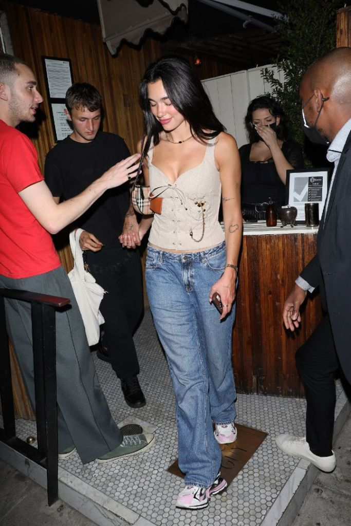 dua lipa, tank top, jeans, sneakers lace, necklace, party, anwar hadid, date, la