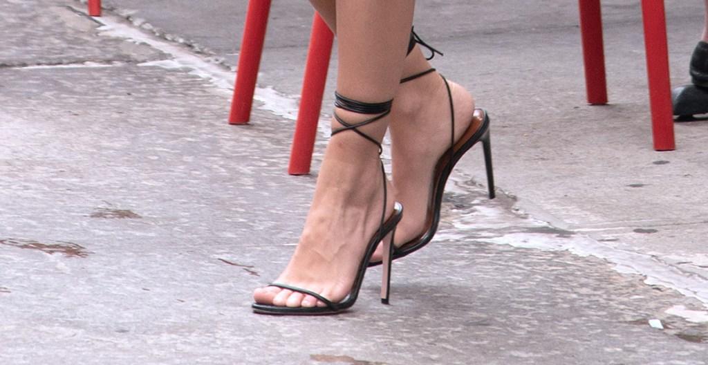 emily ratajkowski, black heels, nyc