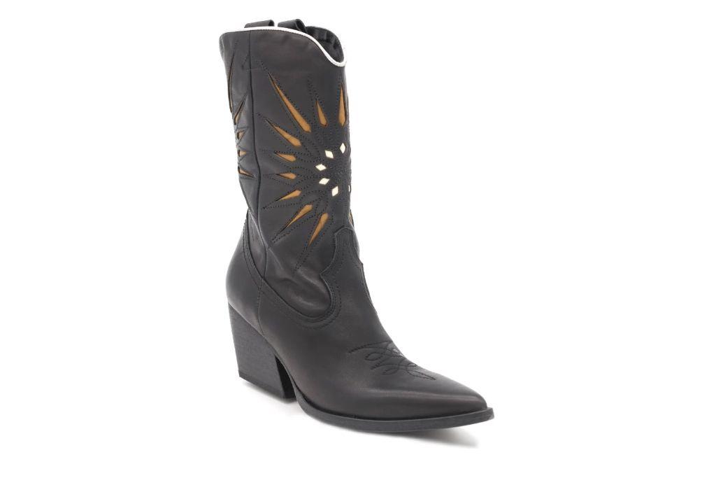 golo mae, cowboy boots