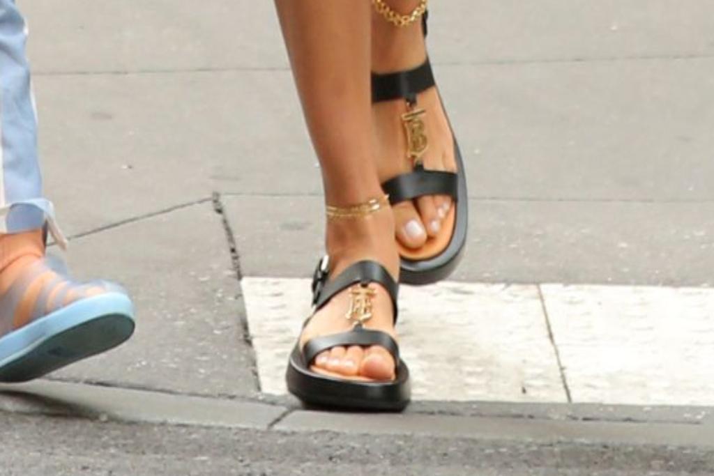 irina shayk, burberry sandals, nyc