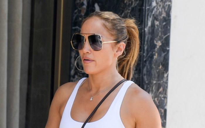 Jennifer Lopez heads out shopping. 13 Jun 2021 Pictured: Jennifer Lopez. Photo credit: MEGA TheMegaAgency.com +1 888 505 6342 (Mega Agency TagID: MEGA762317_002.jpg) [Photo via Mega Agency]