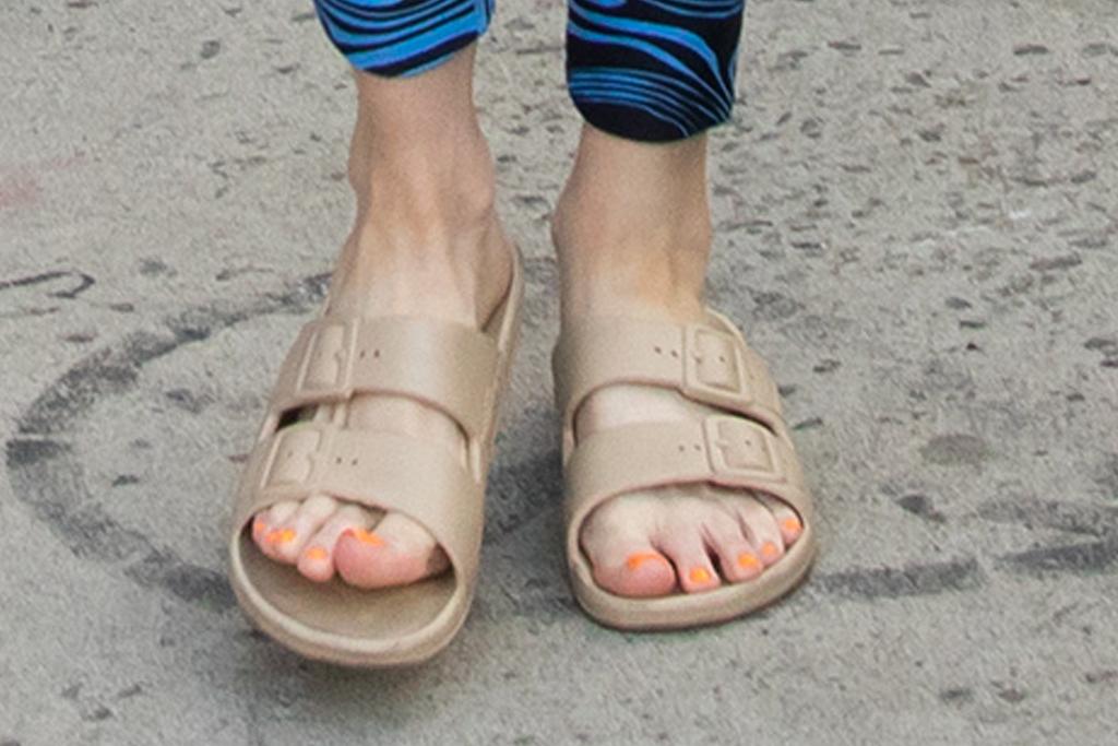 kacey musgraves, sports bra, bralette, leggings, sandals, ugly sandals, slides, cole schafer, new york, date, boyfriend