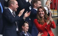 prince william, prince george, suit, soccer