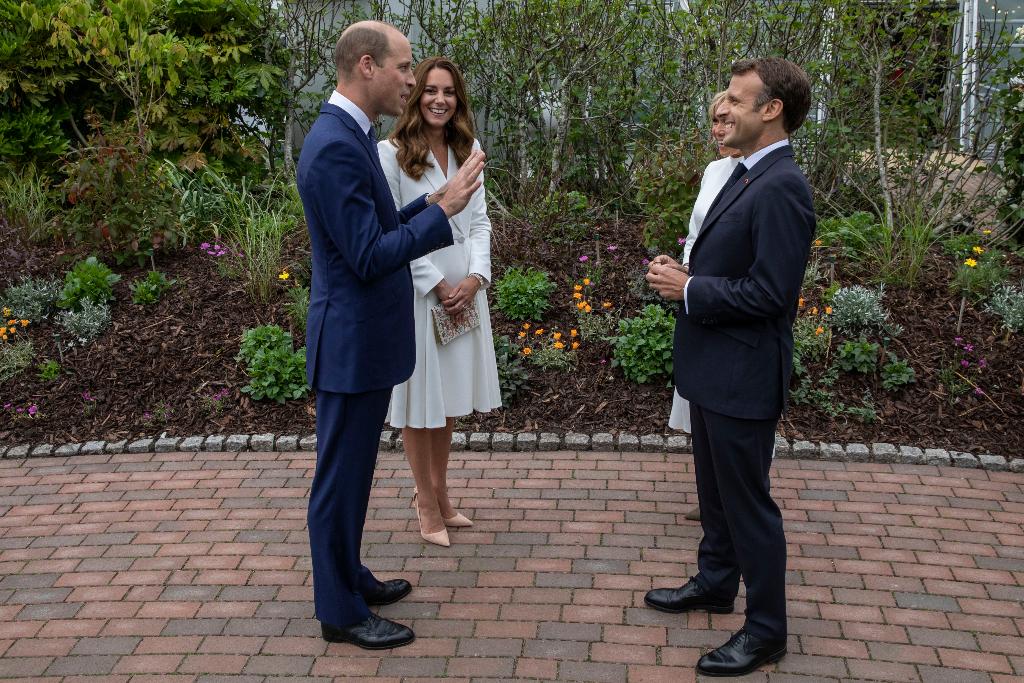 kate middleton, white coat dress, heels, g7 summit