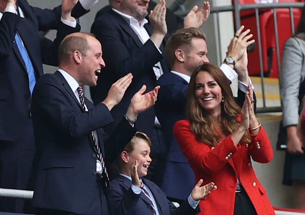 kate middleton, coat, blazer, shirt, jeans, prince george, prince william, son, soccer, euro cup, london