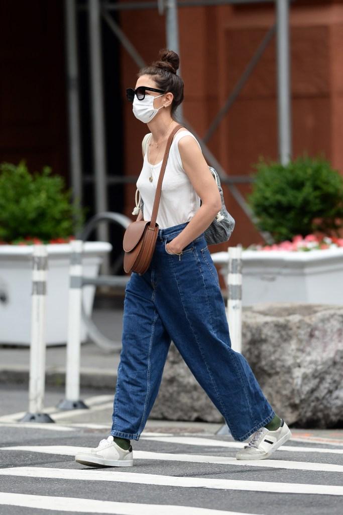 Katie Holmes, tank, baggy jeans, sneakers, nyc