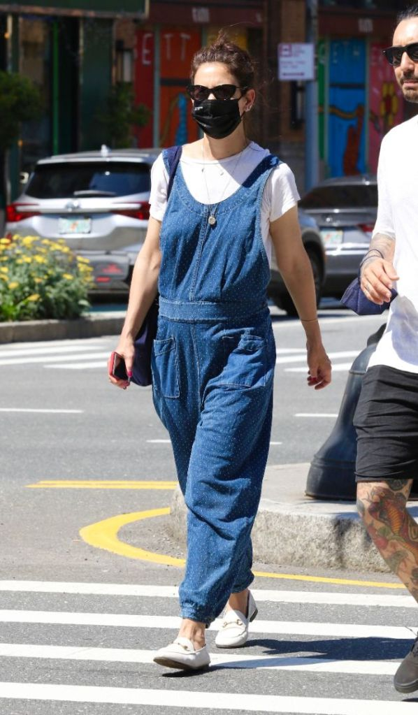 katie holmes, jeans, overalls, t-shirt, loafers, new york, shopping